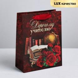 Пакет крафтовый вертикальный «Дорогому учителю», MS 18 × 23 × 8 см 4096065