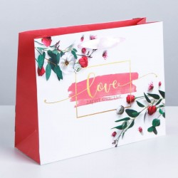Пакет подарочный «Любовь дарит тебе счастье», 22 × 17,5 × 8 см 3680780