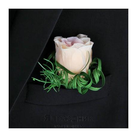 Бутоньерка but-59 розовая роза с мелкими цветочками