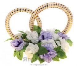 Кольца на крышу бело-золотые на основе сердце из белых и сиреневых роз